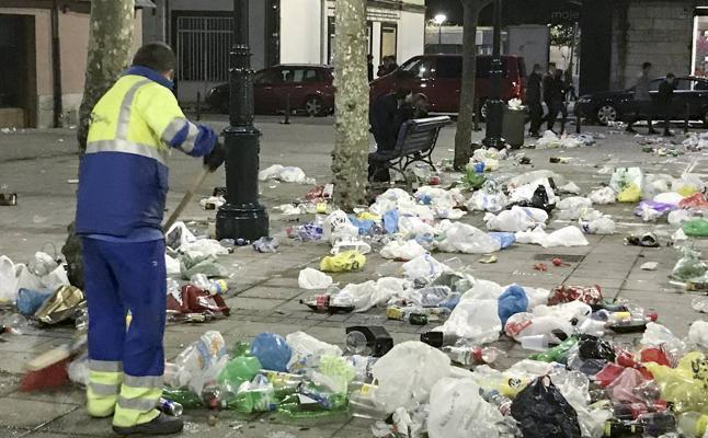 Vecinos del Ensanche denuncian que sus calles son «vertederos inmundos»