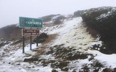 La nieve mantiene tres puertos cerrados y dificulta el tráfico en Liébana y Campoo