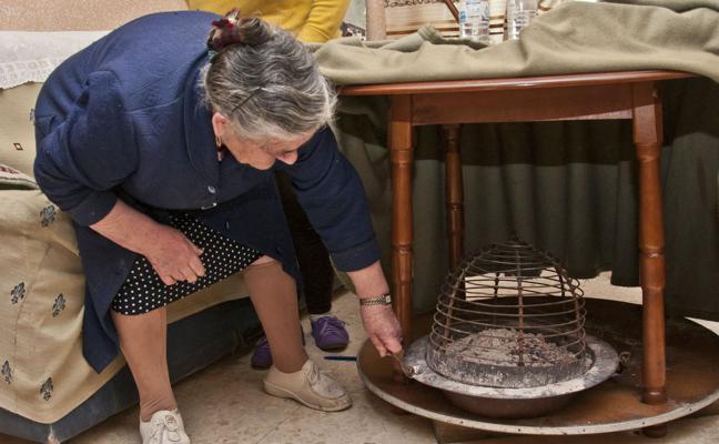 Advierten de los peligros de usar braseros en las personas mayores