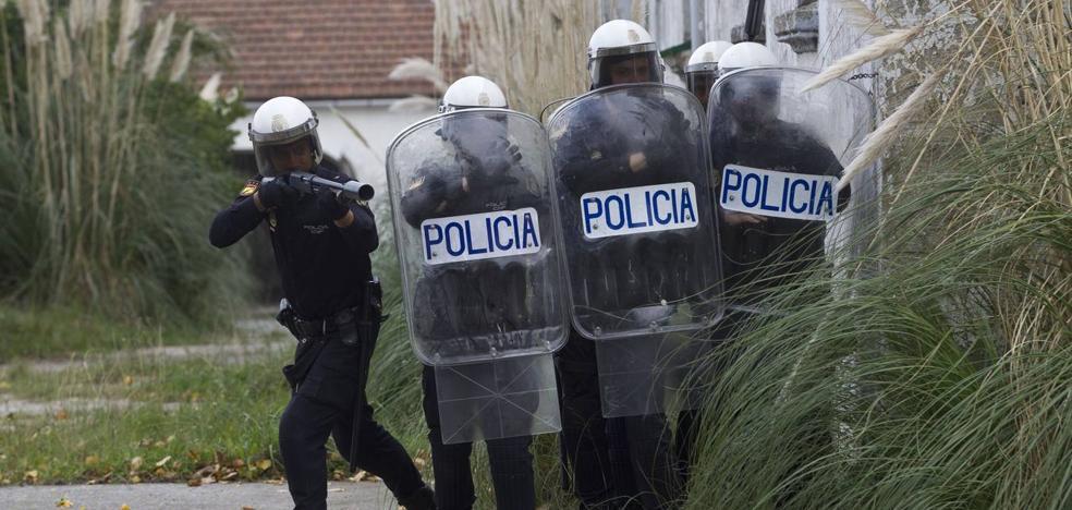 Zuloaga critica la reducción de policías y guardias civiles en Cantabria en los últimos siete años