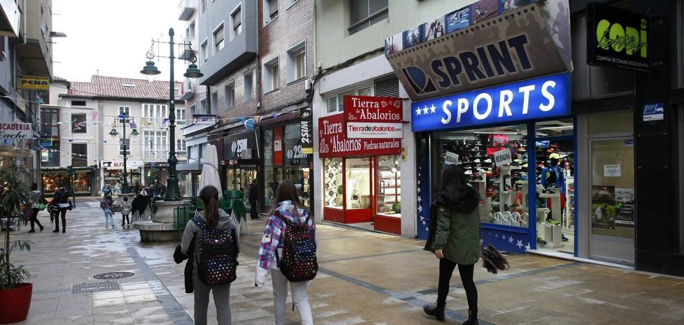 Una oleada de robos mantiene en jaque a los comercios de la calle Conde Torreanaz de Torrelavega