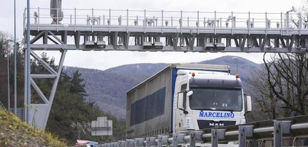 Los transportistas cántabros temen un efecto dominó tras el nuevo peaje de Guipúzcoa