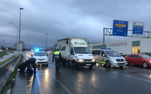 Un hombre muere atropellado cuando intentaba cruzar la S-10