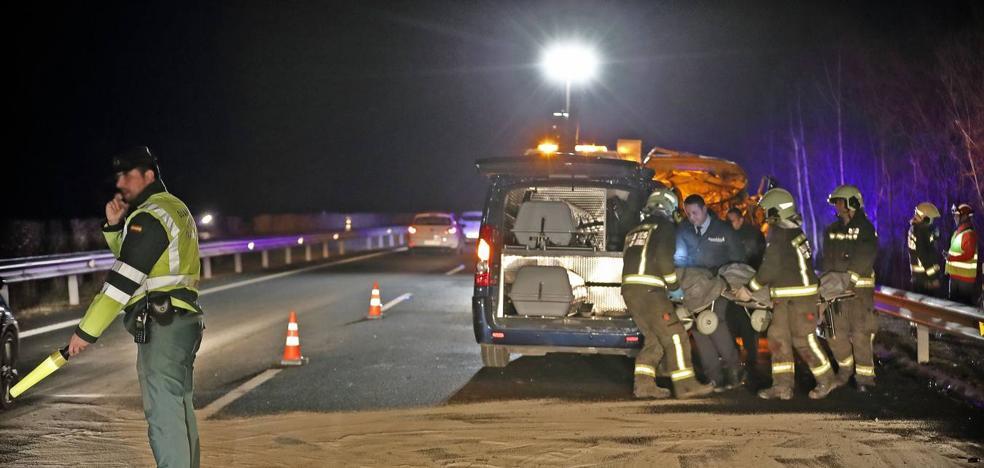 Tres personas mueren en un accidente de tráfico provocado por un kamikaze en la A-8