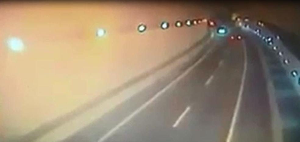 Las cámaras del túnel de Caviedes captaron el coche en dirección contraria