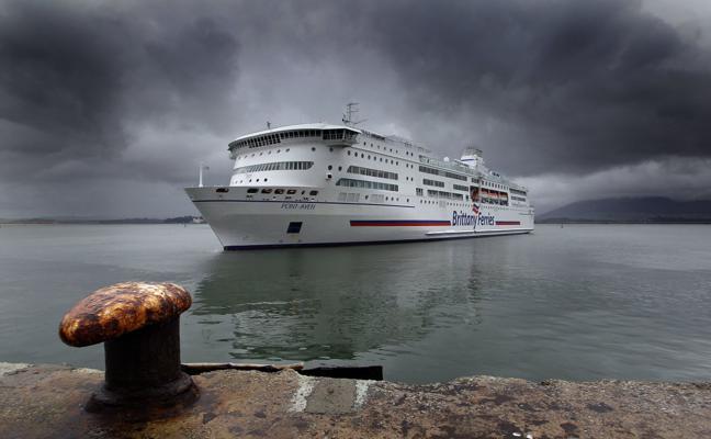 El Puerto de Santander negocia con el de Cork la puesta en marcha de una nueva ruta comercial