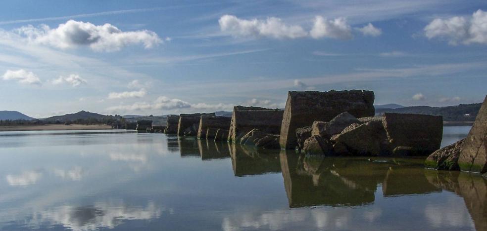 El Gobierno estudia acondicionar una zona en el Pantano del Ebro para la práctica de remo olímpico