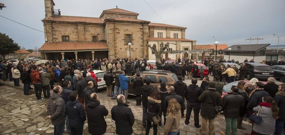 Familiares y amigos despiden en Muriedas a las víctimas del 'kamikaze' de Caviedes