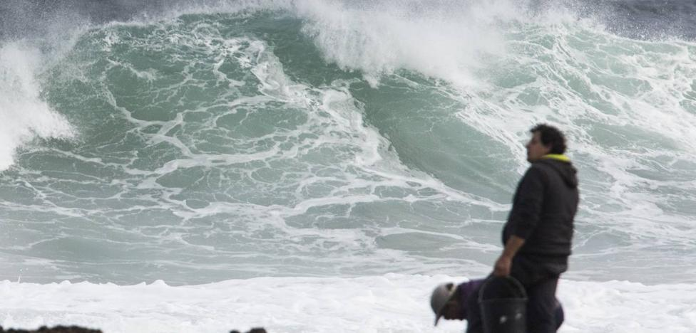 Olas de hasta 6 metros ponen en alerta la costa cántabra