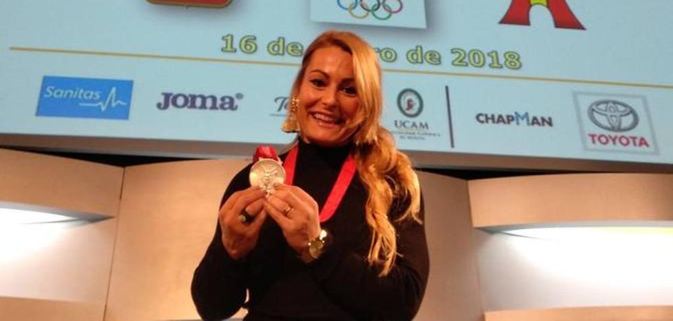 Lydia Valentín recibe con toda solemnidad la plata de Pekín 2008