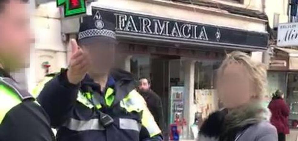 Denuncia a los policías locales que le multaron por llevar a su perro suelto por Santander