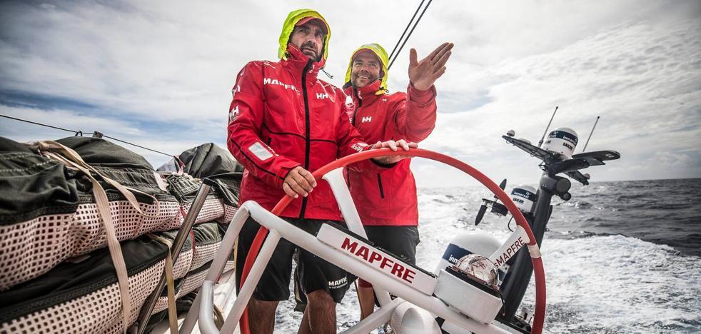El 'Mapfre' busca viento en el tramo final hacia Hong Kong