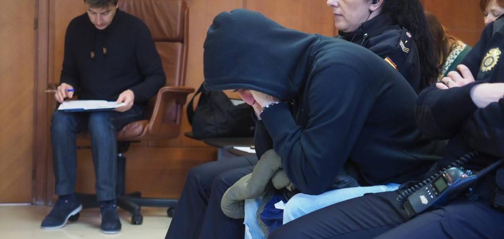 El acusado de abusar de su sobrina de tres años y tener fotos de menores decide no declarar