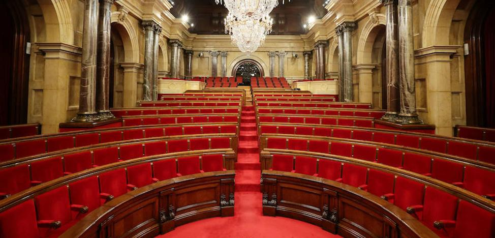 Un Parlament a la espera