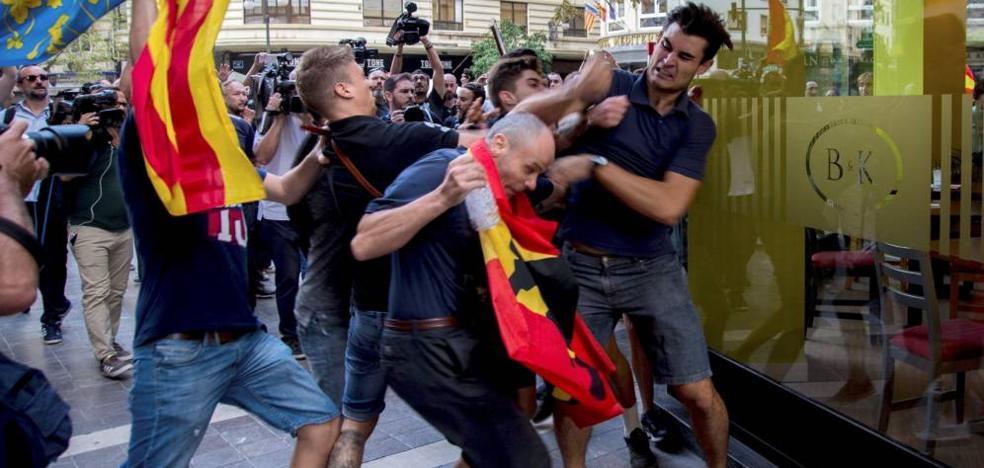 Uno de los ultras del 9 de octubre en Valencia ve un «efecto óptico» en fotos suyas pegando