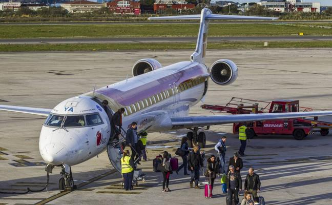 La ruta aérea con Madrid no remonta el vuelo y apenas alcanza el 64% de ocupación en 2017