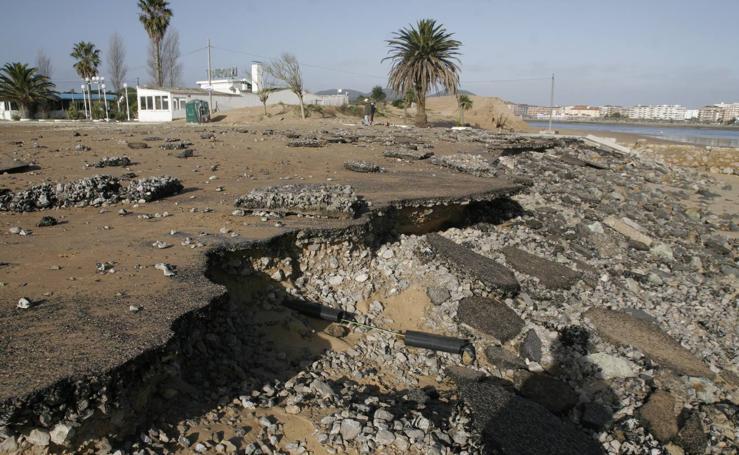 El temporal se vuelve a cebar con El Puntal de Laredo