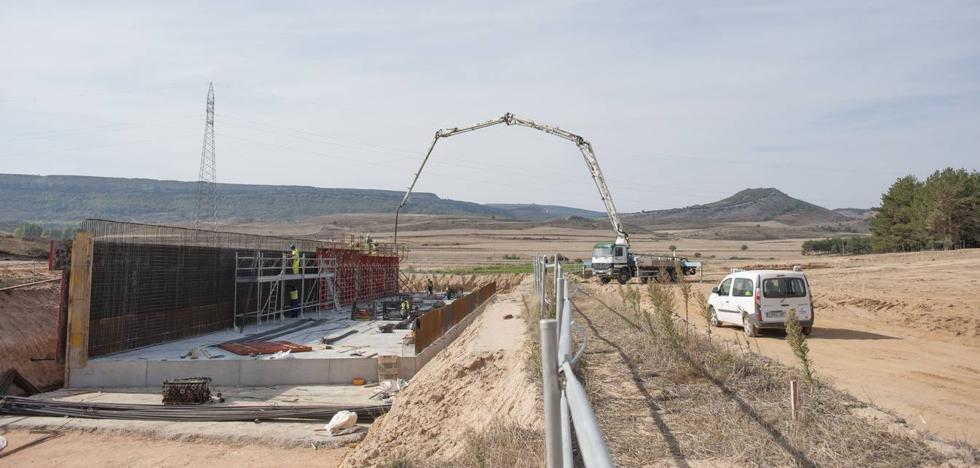 La adjudicataria del tramo final de la autovía a Burgos deja tirado a Fomento