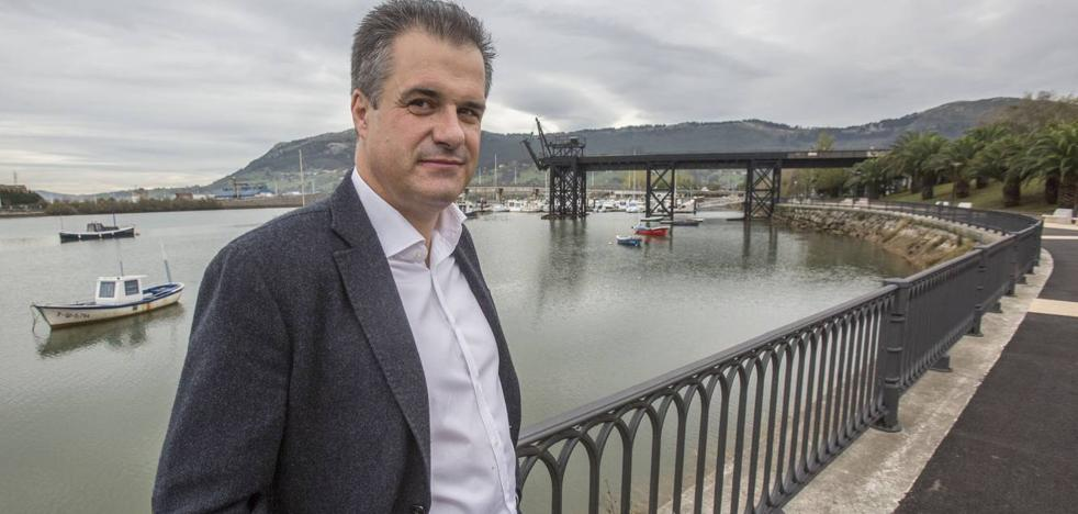 El alcalde de Astillero demanda al exportavoz de IU por una «campaña de difamación» en Facebook