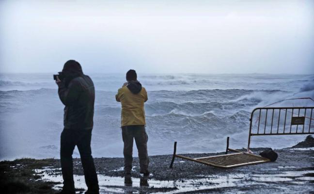 Los peligros de la costa cántabra cuando llega un temporal de mar