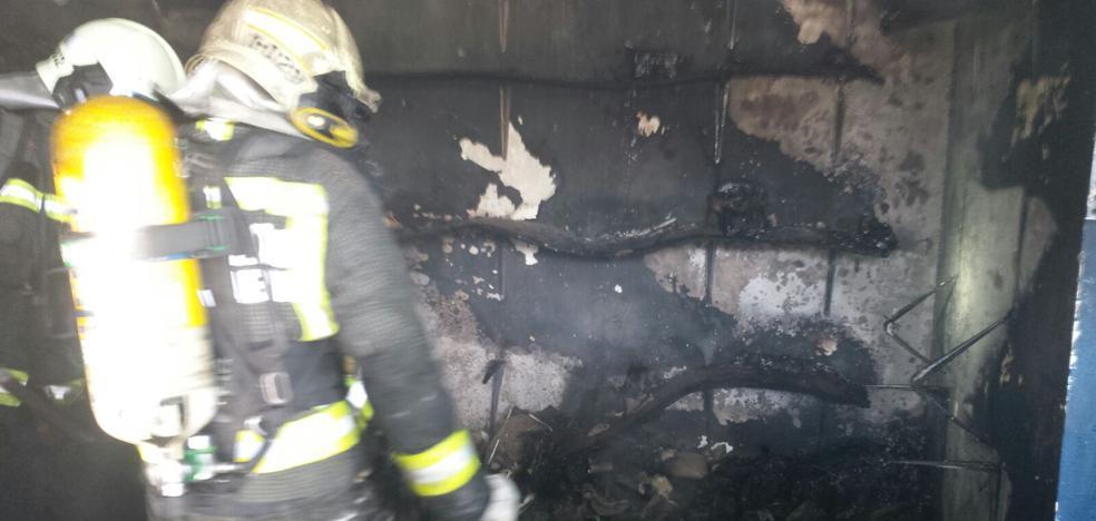 Se incendia una zapatería en Noja antes de que abriese al público