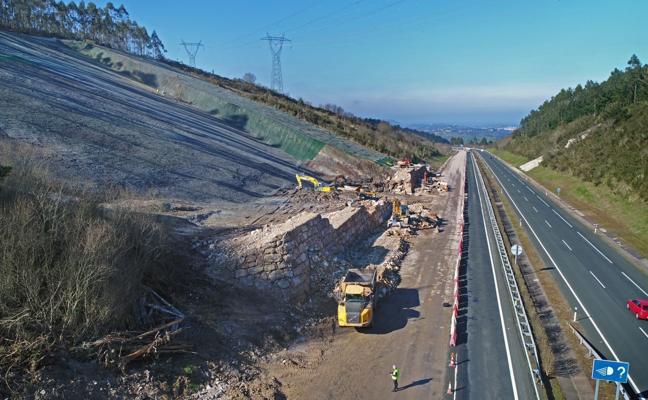 La obra en el argayo de Caviedes permitirá abrir un segundo carril la próxima semana