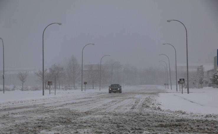 Mucha nieve en las salidas de Reinosa de la A-67