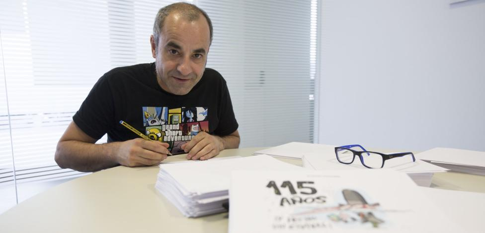 El dibujante Íñigo Ansola recibe el galardón de la asociación Bahía Sur