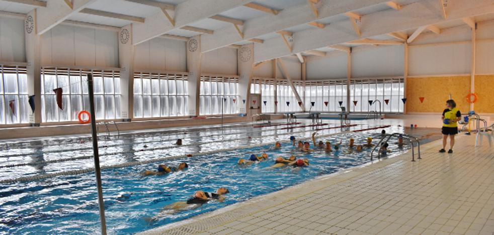 Los Corrales trabaja en evitar nuevas condensaciones en su piscina climatizada