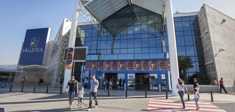 Los dueños de Valle Real ponen a la venta el centro comercial en su máximo apogeo