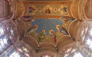 Las pinturas de la iglesia del Seminario de Comillas, a la deriva sin el 1,5% cultural