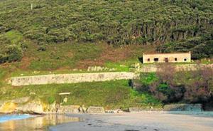Denuncian el estado de «ruina» de la batería de la Cueva en Berria