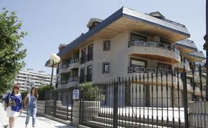 Los ediles del PSOE de Laredo pagan la multa del 'caso Tenis' e inician los trámites del derribo