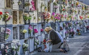 Una viuda, condenada a devolver al nicho los restos de su marido