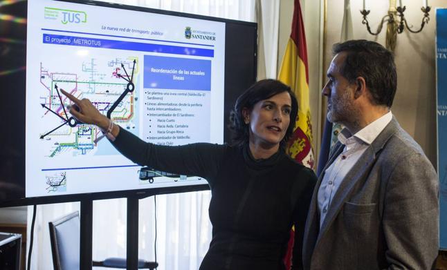 La alcaldesa convoca a siete asociaciones de vecinos «para buscar mejoras» al MetroTUS