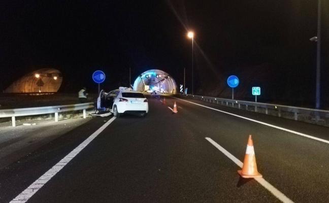 Fallece el conductor del turismo que chocó contra un camión cerca del túnel de Pedredo