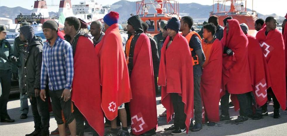 Rescatados 83 inmigrantes que viajaban en dos pateras a 23 millas al sureste de Málaga