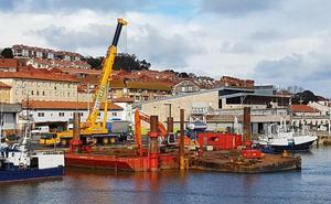 El Gobierno recurre a grandes medios mecánicos para dragar en roca el puerto de San Vicente