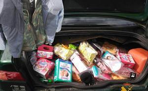 Un conductor se queda sin gasolina y la Guardia Civil descubre que iba drogado, sin seguro y con el botín de un robo
