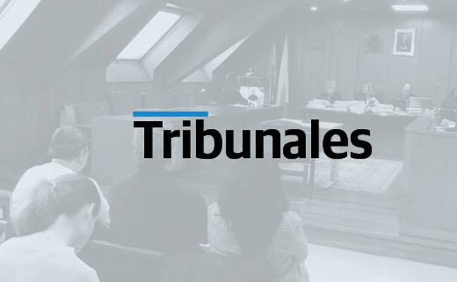 El exdirector de una sucursal bancaria de Puente Viesgo acepta una pena de dos años de cárcel y 60.000 euros de multa