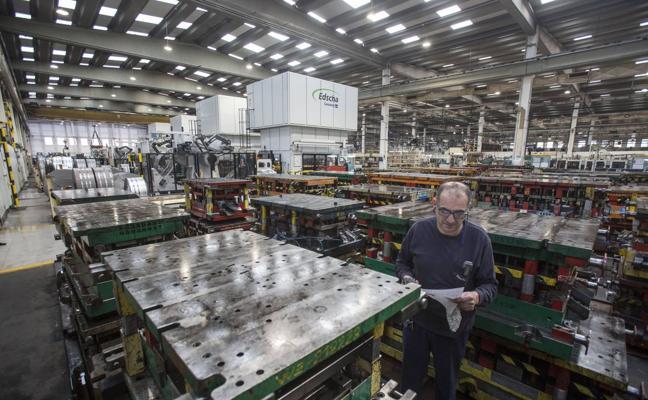 Cantabria dispara un 11,7% la cifra de negocio de la industria en 2017