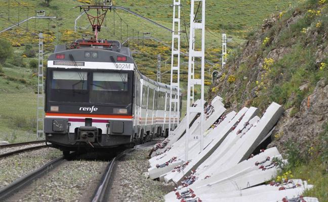 Las obras en la vía del tren entre Torrelavega y Renedo obligarán a realizar transbordos
