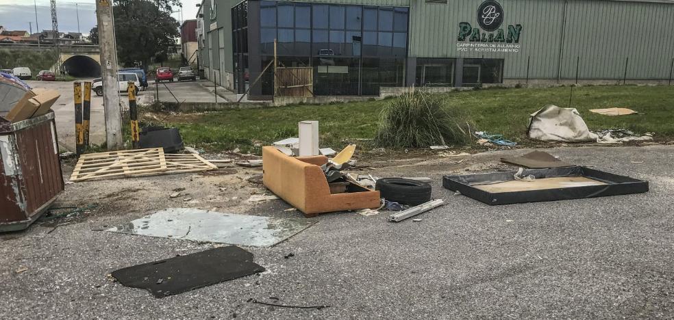 Los propietarios del polígono de Otero se quejan de su «total abandono»