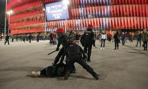 Cinco detenidos por altercados en las inmediaciones de San Mamés