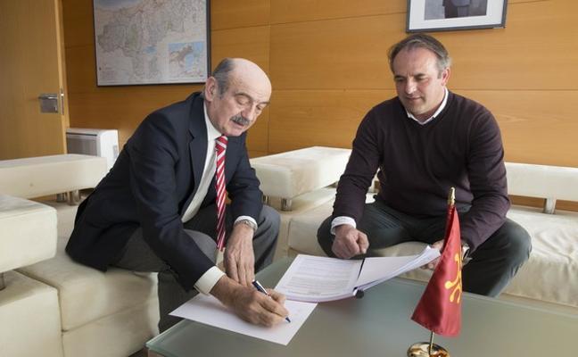 Mazón anuncia al alcalde de Vega de Liébana la mejora de varios viales por valor de 400.000 euros