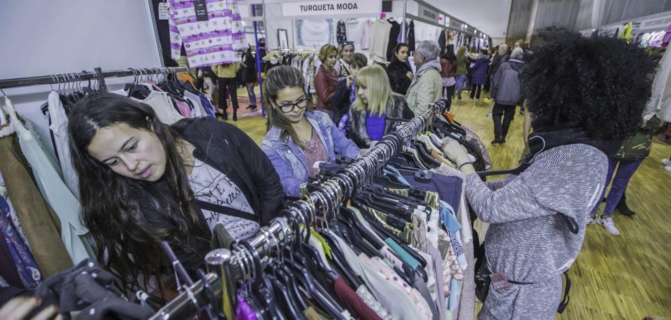 La asistencia de comercios de fuera de Santander salva la Feria del Stock