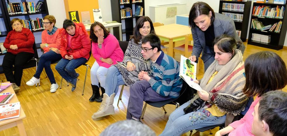 Las bibliotecas municipales de Santander contarán con 420 libros para personas con discapacidad