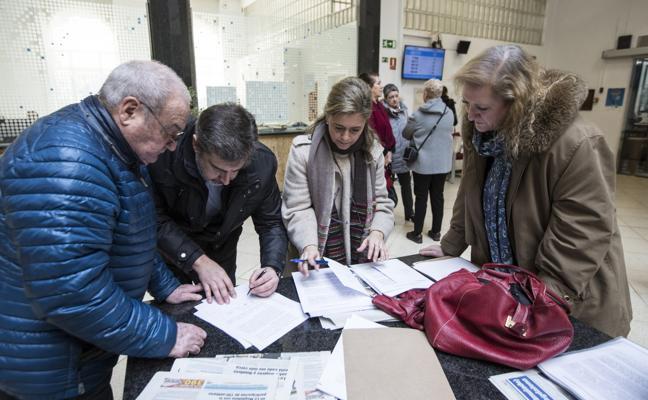 La obra para mejorar la calle Magallanes enfrenta al PP y PSOE y los vecinos presentan firmas