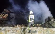Un incendio calcina una cuadra en San Roque de Riomiera