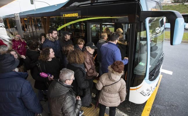San Román y Primero de Mayo, satisfechos con la «rectificación» de las rutas del MetroTUS